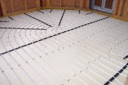 photo of underfloor heating on slab and screed floor