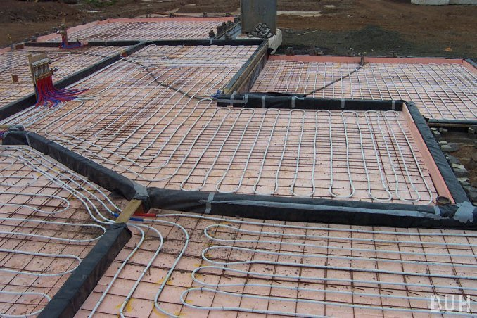 photo of underfloor heating attached to wire reinforcing mesh